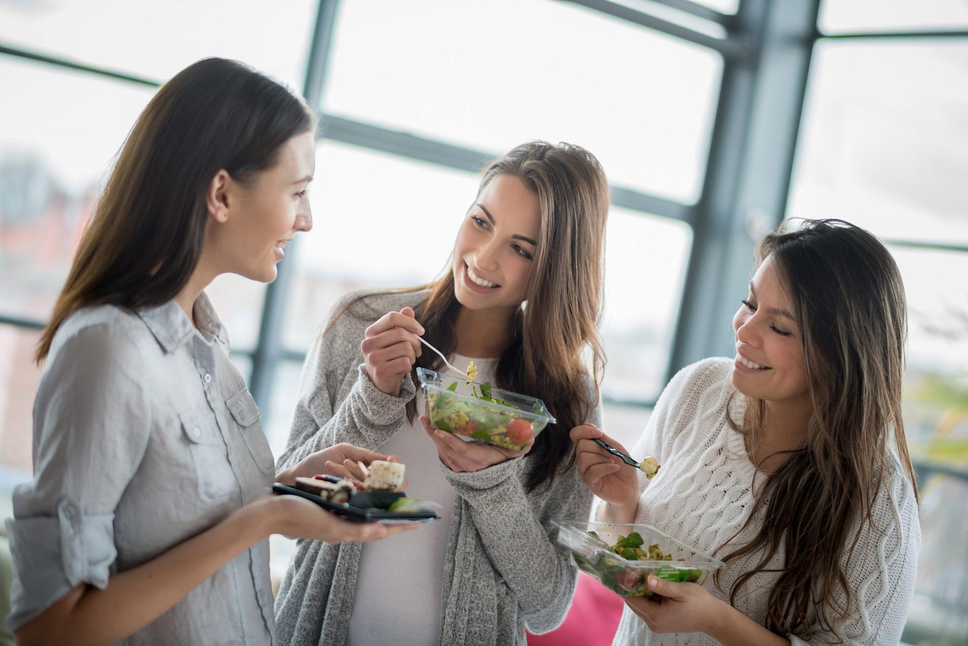 women eating from a byte kiosk